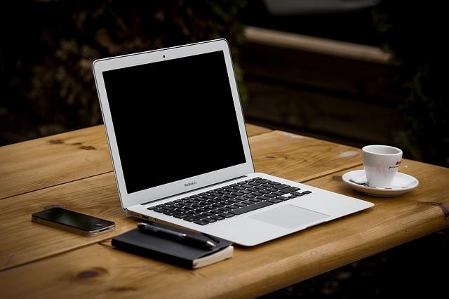 Kindle - lepiej kupić w wersji z reklamami czy bez?